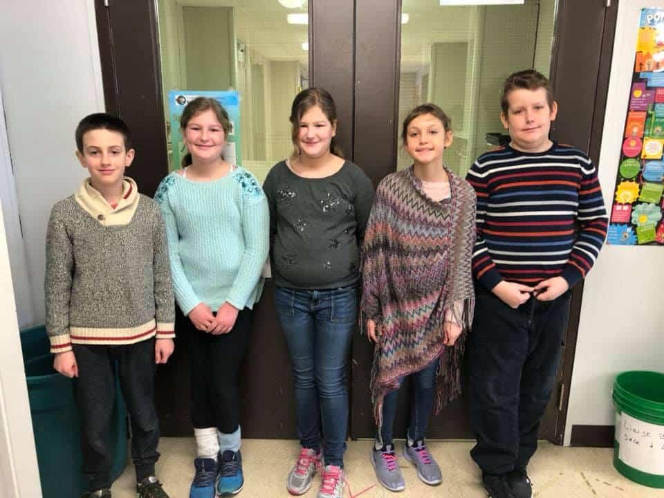 Des élèves soulignent la journée de la ptite laine